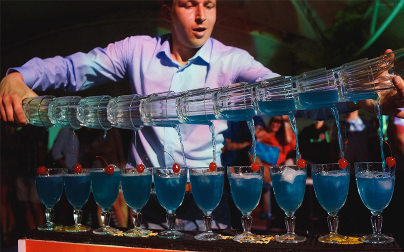 Преимущества заказа бармен-шоу